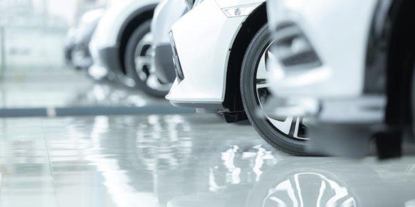 Epoxidharzboden in einem Autohaus