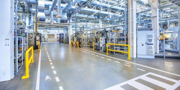 Epoxidharzboden in einer Produktionshalle